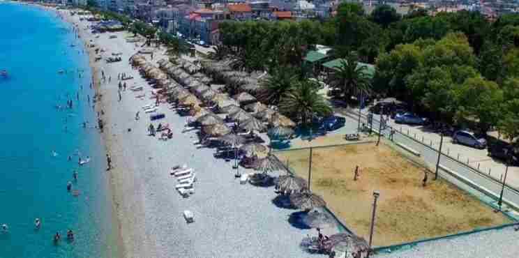 Οκτώ γαλάζιες σημαίες θα κυματίσουν  φέτος στις κορινθιακές ακτές