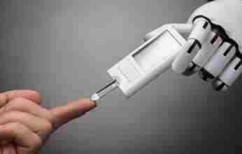 Ρομπότ πραγματοποιεί διαγνωστικά τεστ για τον κοροναϊό