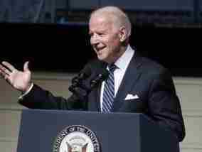 Τζο Μπάιντεν: Αγκαλιά με το χρίσμα των Δημοκρατικών για τις προεδρικές εκλογές