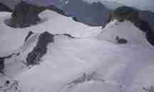 Ροζ χιόνι στις ιταλικές Άλπεις προκαλεί ανησυχία στους επιστήμονες