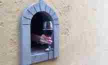 «Buchette del Vino» : Μια παράδοση από την εποχή της μαύρης πανώλης αναβιώνει στην Ιταλία