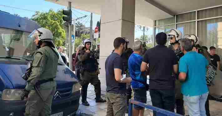 Δεκατετράχρονος κρατείται και δικάζεται για κακούργημα επειδή συμμετείχε στο μαθητικό συλλαλητήριο