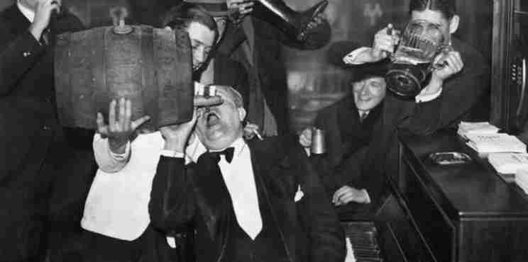 Στις 5 Δεκεμβρίου του 1933 καταργείται η ποτοαπαγόρευση στις ΗΠΑ