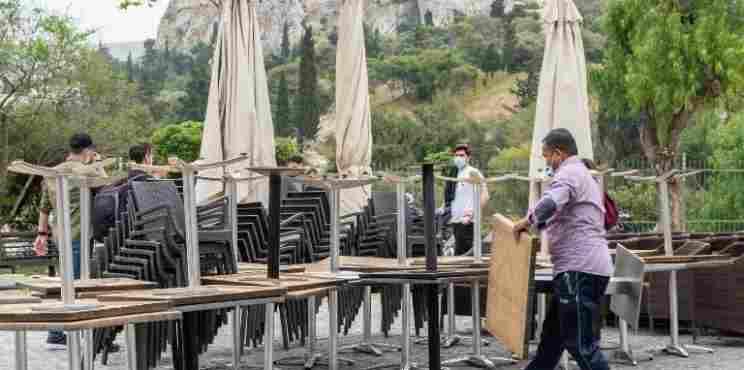 New York Times: Η Ελλάδα ανοίγει τον τουρισμό με γεμάτα νοσοκομεία και το 75% ανεμβολίαστους