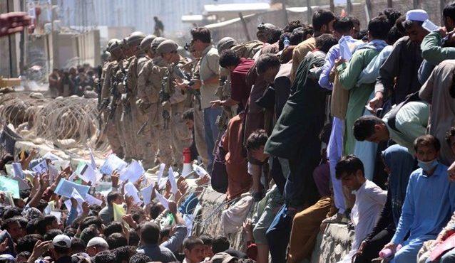 Και τρίτη έκρηξη στο αεροδρόμιο της Καμπούλ – Πάνω από 60 οι νεκροί μεταξύ των οποίων παιδιά