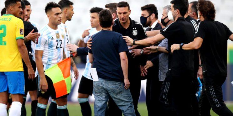 Απίστευτο: Διεκόπη το Βραζιλία – Αργεντινή για τη σύλληψη παικτών!